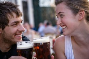 couple-with-beer-main